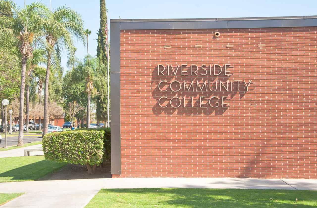 Riverside City College được thành lập năm 1916 tại Nam California