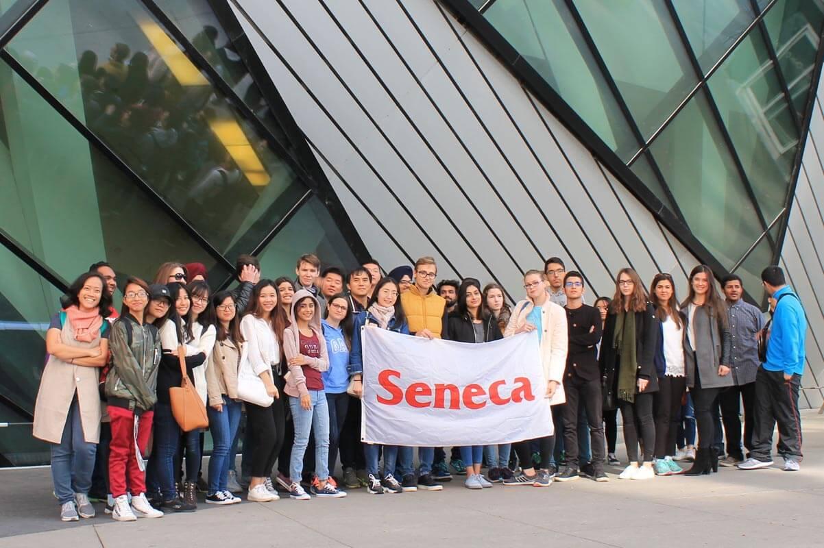 Seneca College hiện đang đào tạo nghề, cao đẳng, đại học và sau đại học